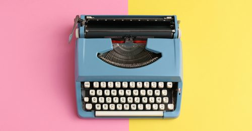 Oude typemachine met moderne kleuren